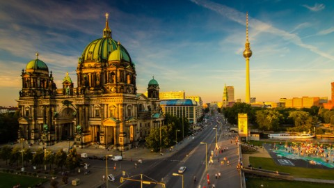 Image 1: Berlin Cathedral and the television tower are located in the immediate vicinity of DomAquarée