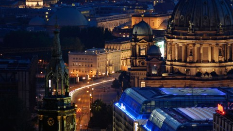 Image: DomAquarée CityQuartier, business center and Berlin Cathedral at night.