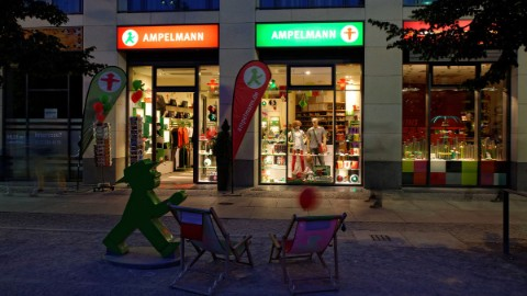 Image 6: Visit the Ampelmann shop at DomAquarée Berlin after you enjoyed our attractions.