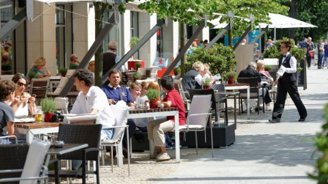 Image 4: Busy cafés and restaurants at DomAquarée in Berlin.